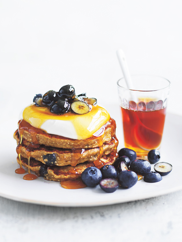 WEEKEND BRUNCH BLUEBERRY, BANANA AND QUINOA PANCAKES