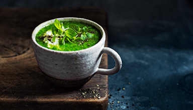 KALE, PEA AND SPINACH SOUP VIDEO FOR A HEALTHY BOOST, MAKE A BATCH OF THIS SUPER EASY KALE, PEA AND SPINACH SOUP!