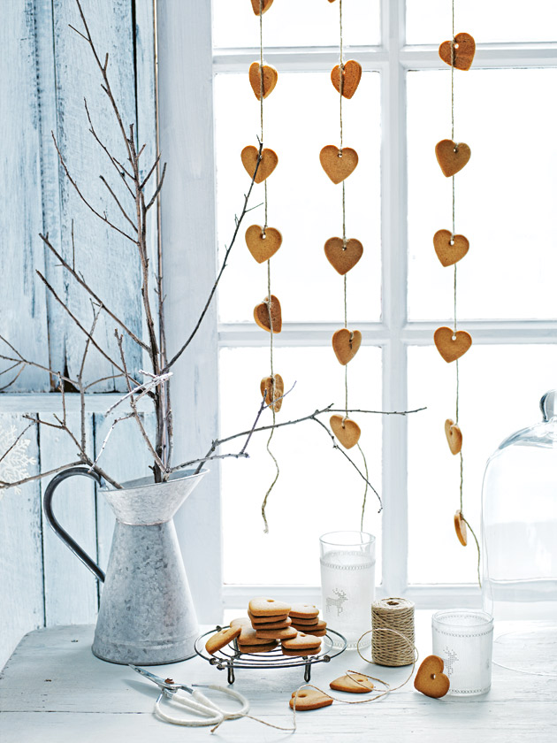 Gingerbread heart garland