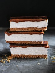 s'more caramel slice