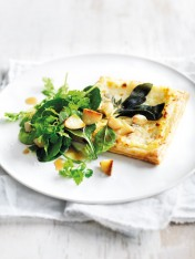 blue cheese tart with roasted garlic