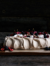 brown sugar centrepiece pavlovas