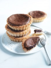 chocolate macaroon tarts