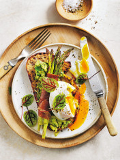crispy prosciutto-wrapped asparagus with poached eggs and avo smash