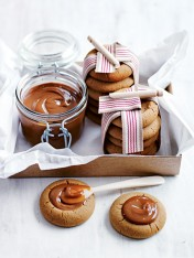 gingerbread cookies with salted caramel
