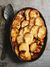 lamb, tomato and olive potato bake