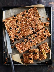 Quinoa and blueberry power bars