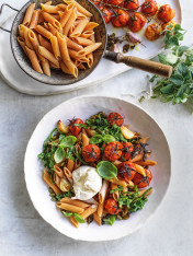 red lentil pasta with rocket, tomato and burrata