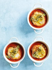 tomato and pesto soup with mozzarella croutons