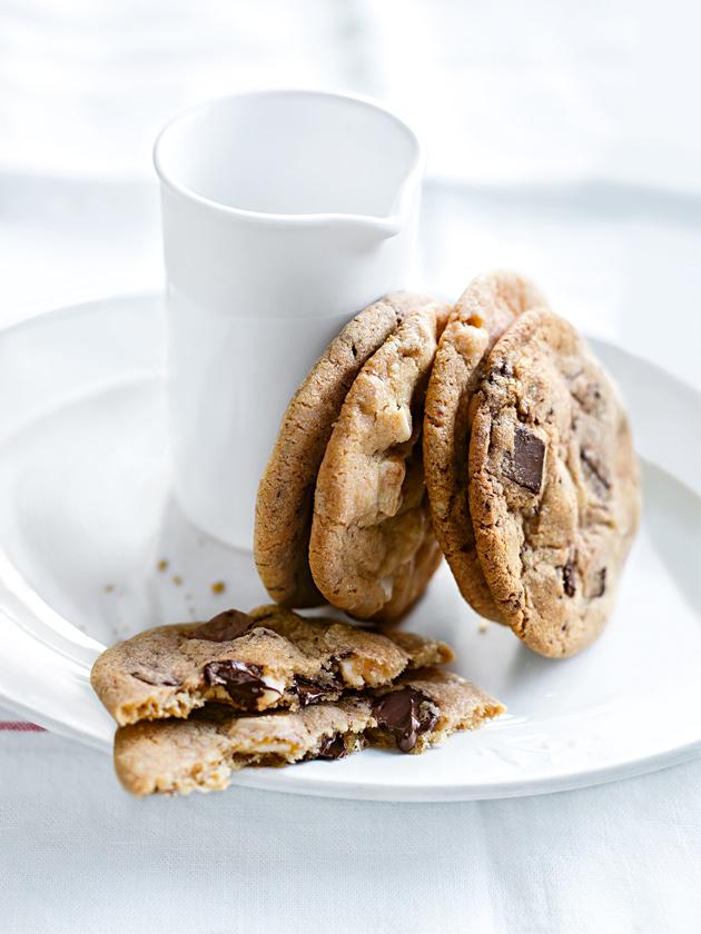 MIDWEEK TREAT EASY CHOCOLATE CHIP COOKIES