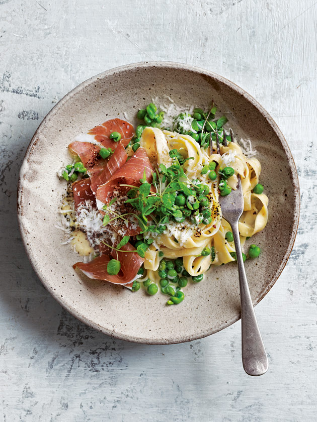 EASY WEEKNIGHTS PASTA WITH PEAS AND TORN PROSCIUTTO