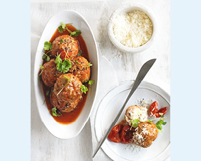 bocconcini-stuffed meatballs with tomato sauce video
